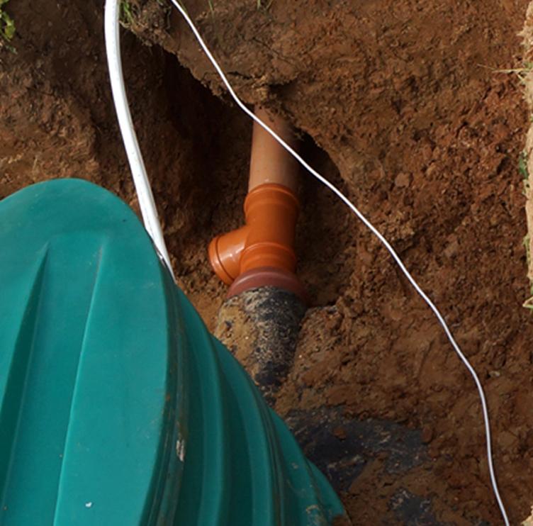 Подсоединение труб и воздухопроводов к автономной канализации